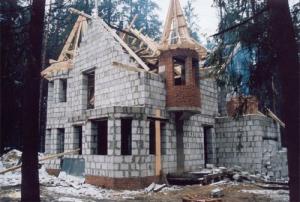 Как построить загородный дом?