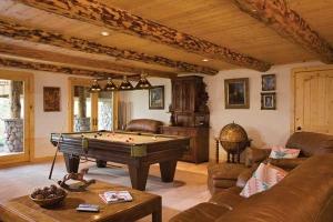 Внутренняя отделка стен деревянного коттеджа